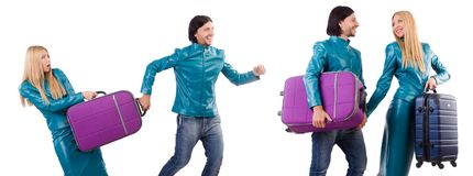 Милые девушка и человек держа чемоданы изолированный на белизне Стоковое фото RF