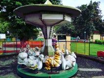 Милые езды в парке стоковая фотография rf