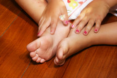 милые пакостные ноги Стоковые Фотографии RF