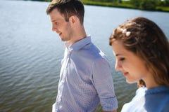 Милые пары идя на пляж Стоковое Изображение