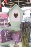 Милый дом птицы, мини подушки, и букет лаванды Стоковое Фото
