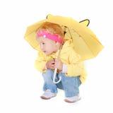 милый желтый цвет зонтика девушки Стоковая Фотография