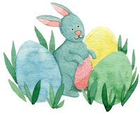 Милый зайчик пасхи с покрашенными яичками Стоковые Фотографии RF