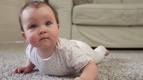 Милый маленький младенец на поле сток-видео