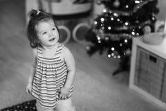 Милый малыш девушки в живущей комнате Стоковое Изображение RF