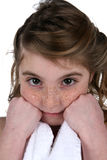 милый отдыхать девушки веснушек кулачков стороны Стоковые Фотографии RF