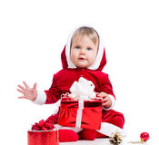 Милый ребёнок Santa Claus с коробкой подарка Стоковое Фото