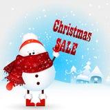 Милый, смешной, снеговик рождества младенца держит ПРОДАЖУ рождества текста! Поздравительная открытка рождества Стоковые Фотографии RF