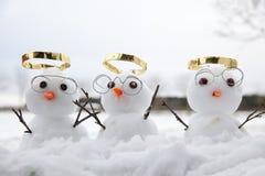 3 милых угла снеговика с золотыми венчиками Стоковые Фотографии RF