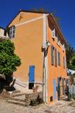 Мимозы les Bormes, Франция - 18-ое апреля 2016: живописная старая Стоковая Фотография RF