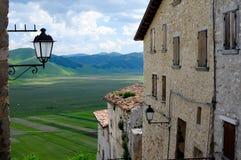 Мимолётный взгляд Castelluccio di Norcia стоковая фотография rf