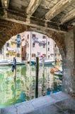 Мимолётный взгляд Chioggia от аркад стоковая фотография rf