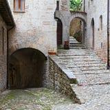 Мимолётный взгляд Visso, красивой деревни в провинции Macerata стоковые фотографии rf
