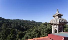 Минарет и горный вид дворца Monserrate Стоковое Изображение
