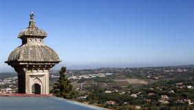 Минарет и горный вид дворца Monserrate Стоковые Фотографии RF