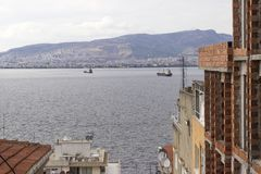 Минарет старой мечети masonry в Izmirside снял фасада неполного кирпичного здания стоковое фото