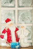 Миниатюрная игрушка Santa Claus, девушка снежка Стоковое фото RF