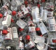 Миниатюрные бутылки водочки Стоковые Изображения