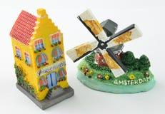 Миниатюрные голландские дома и ветрянка канала Стоковые Изображения RF