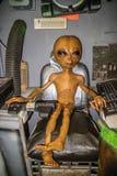 Миниатюрные модели UFO в Roswell, Неш-Мексико стоковые фотографии rf