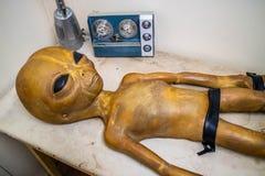 Миниатюрные модели UFO в Roswell, Неш-Мексико стоковая фотография