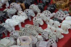 Миниатюрные скульптуры сделанные камня известки, мрамора и других типов камней индийским художником стоковое фото rf