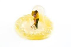 миниатюры обнимать презерватива Стоковая Фотография RF