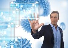 Минимальный интерфейс и воздух бизнесмена касающий с открытой рукой перед организмами micro науки Стоковая Фотография RF