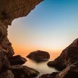Минималистский Seascape Прибрежный восход солнца стоковое изображение