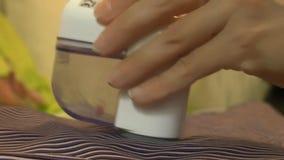 Мини бритва для очищая тканей видеоматериал