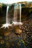 Мини водопад в запруде Kampili Стоковые Изображения RF