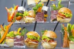 Мини закуски овоща десертов и канапе мяса Стоковое фото RF