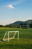 Мини и большая цель футбола в поле Селективный фокус Стоковое Изображение