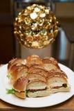 Мини канапе бургера на белой плите Стоковое Изображение