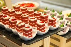 Мини красный бархат на тортах чашки Стоковая Фотография RF