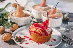 Мини пирог с испеченной грушей стоковая фотография rf