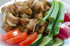 Мини протыкальники цыпленка и гарнира свежих овощей Стоковое Изображение RF