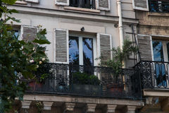 Мини сад на французском балконе Стоковая Фотография