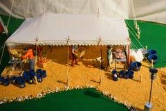 Мини статуя цирка: подготовка корма для животных Стоковое фото RF