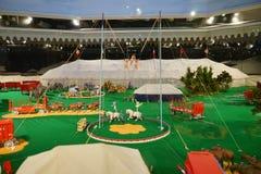 Мини статуя цирка: представление акробата Стоковое фото RF