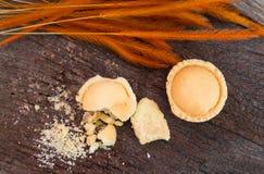 Мини яблоко пирога с мякишем на старой древесине, взгляд сверху Стоковое Изображение RF