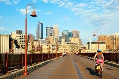 Миннеаполис от каменного моста свода Стоковое Изображение RF