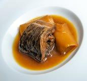 Минога с Бордо sauce с гренками и лук-пореями Стоковое Изображение RF