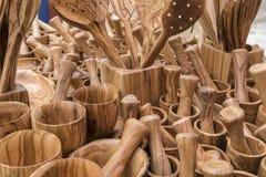 Минометы, утвари сделанные из древесины, ложки кухни, вилки, шпатели, Стоковые Фотографии RF