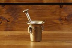 Миномет кухни на деревянной предпосылке Стоковая Фотография RF