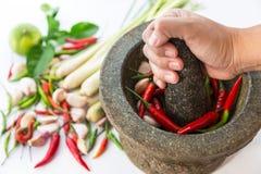 Миномет с тайскими специями и травой Стоковые Фотографии RF