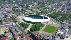 МИНСК, БЕЛАРУСЬ - МАЙ 2019: Воздушный взгляд съемки трутня центра города Стадион Dinamo и объекты спорт сверху акции видеоматериалы