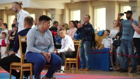 МИНСК, БЕЛАРУСЬ 22-ое апреля 2018: Дзюдо ягнится конкуренция внутри помещения акции видеоматериалы