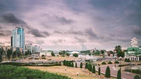 Минск, Беларусь - 14-ое июня 2018: Взгляд городского пейзажа современной архитектуры Минска, в Nemiga, район Nyamiha известно акции видеоматериалы