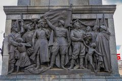 МИНСК, БЕЛАРУСЬ - 1-ОЕ МАЯ 2018: Закройте вверх высекаенной металлической структуры в памятнике в честь победы Советской Армии Стоковое Изображение RF